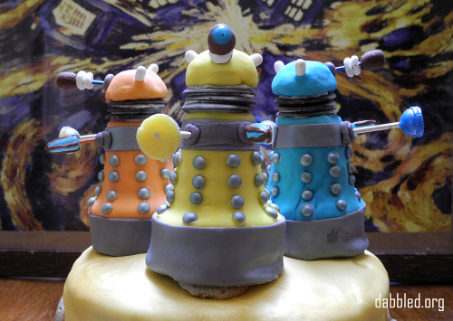 close-up-dalek-cake-2
