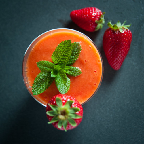 Light Mango And Strawberry Smoothie