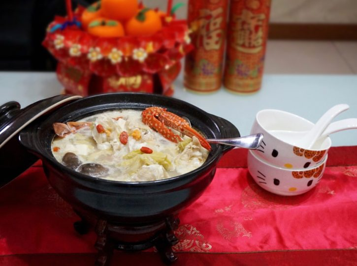 Fragrant Claypot Flower Crab Cabbage Soup